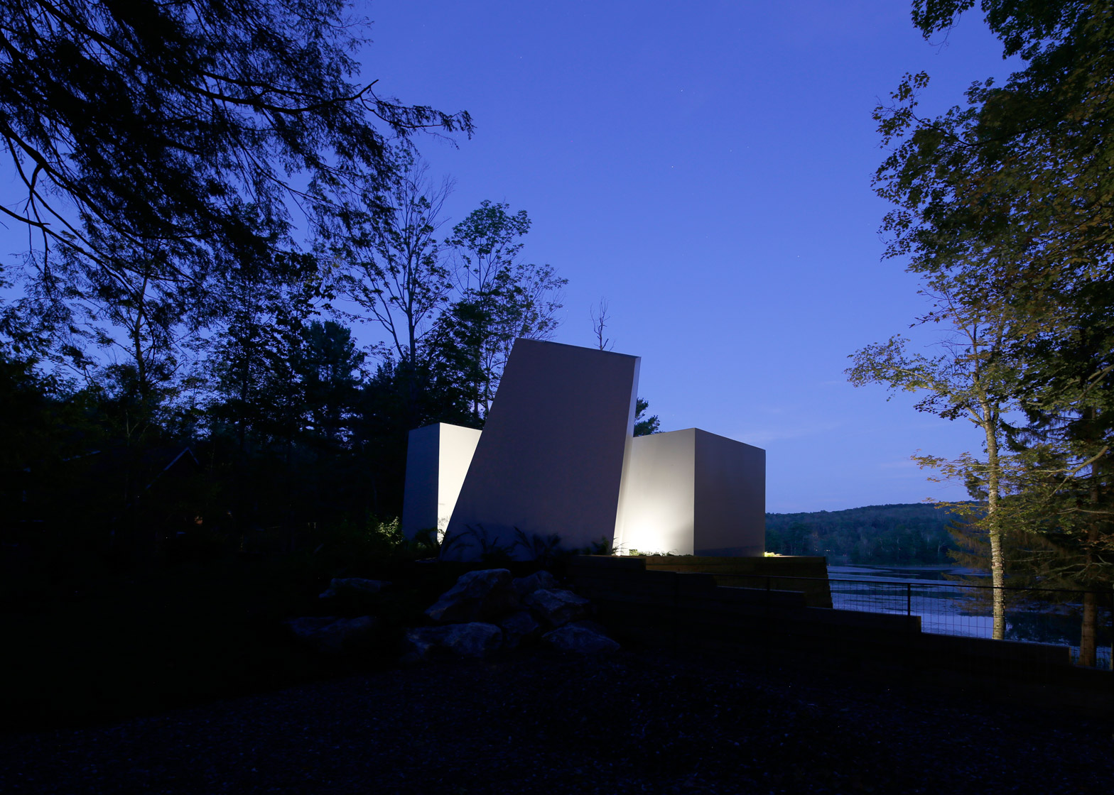Taylor And Millers Sculptural Lake House In Massachusetts