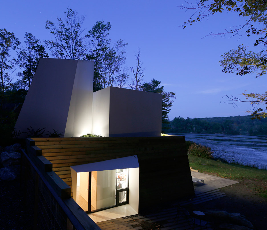 Lake house by Taylor and Miller