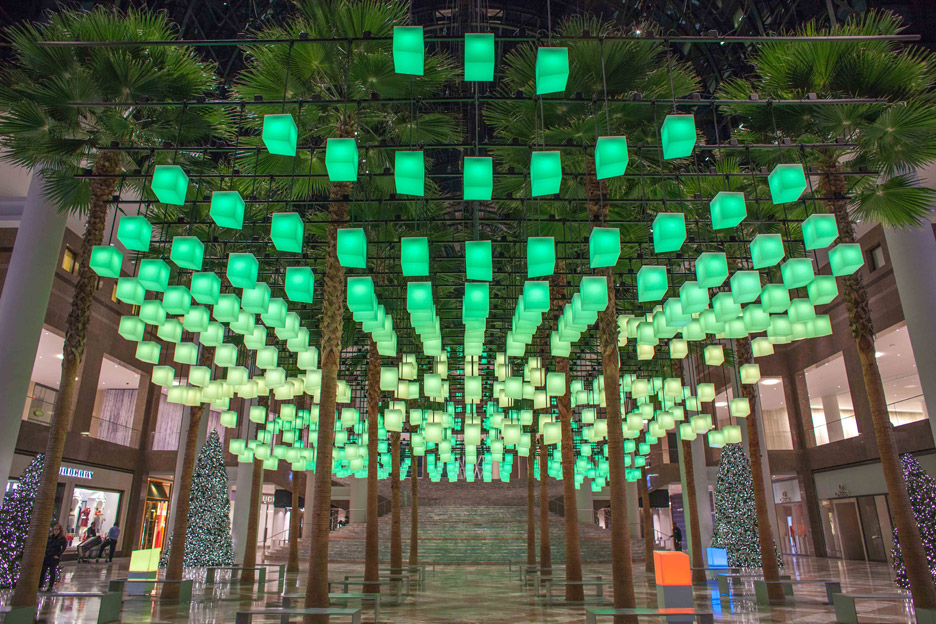 Rockwell Group creates canopy made of 650 pulsating lanterns