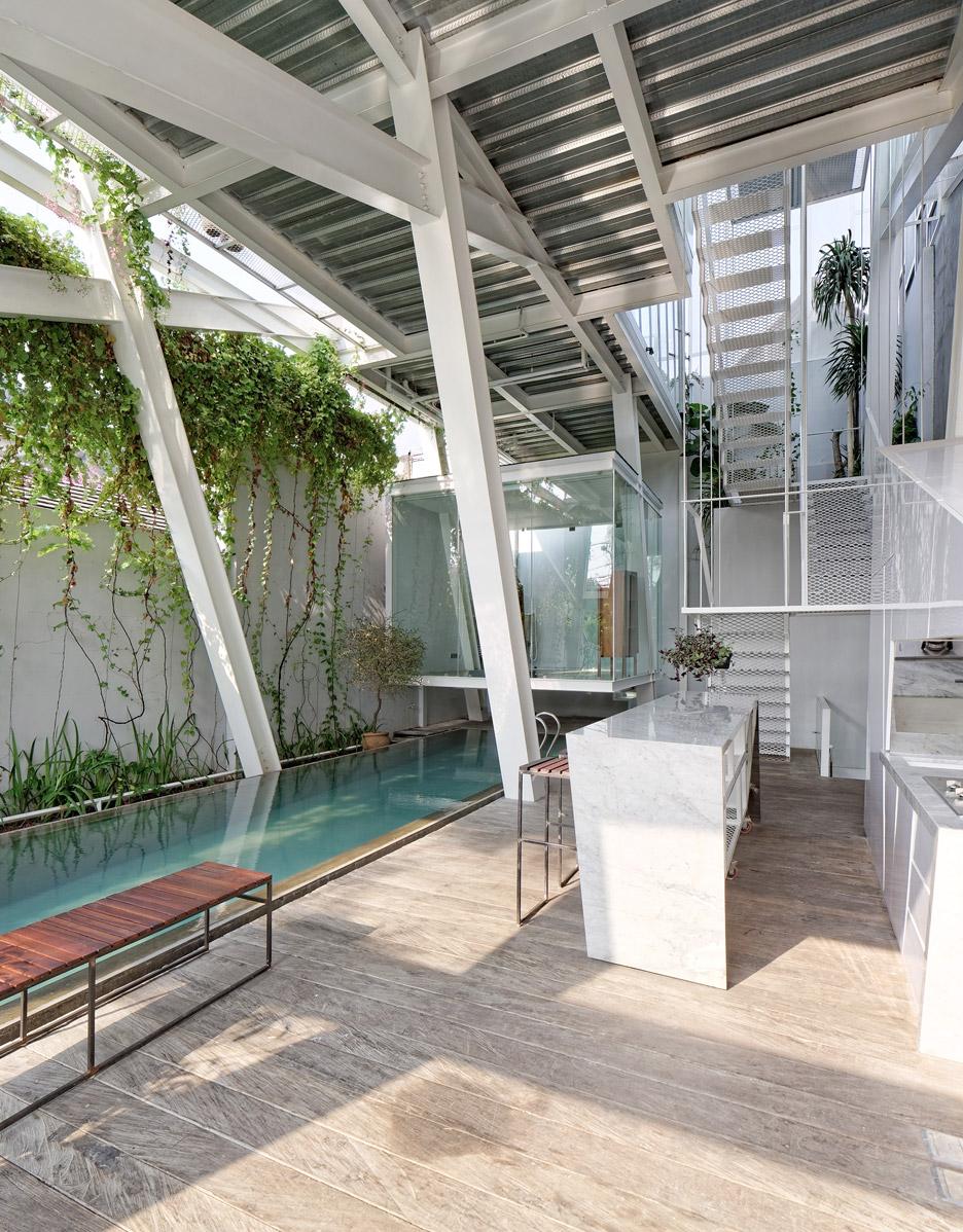 Rumah Miring by Budi Pradono Architects