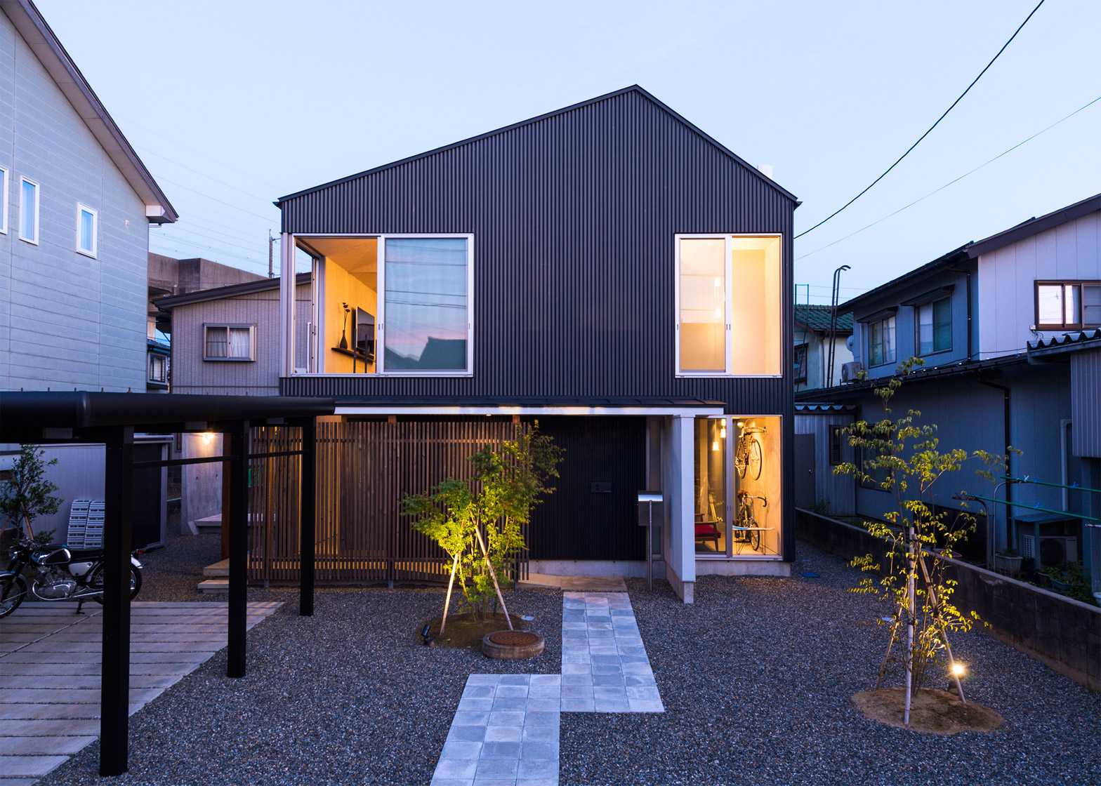 Go Bang House by Shoji Takeru Architects