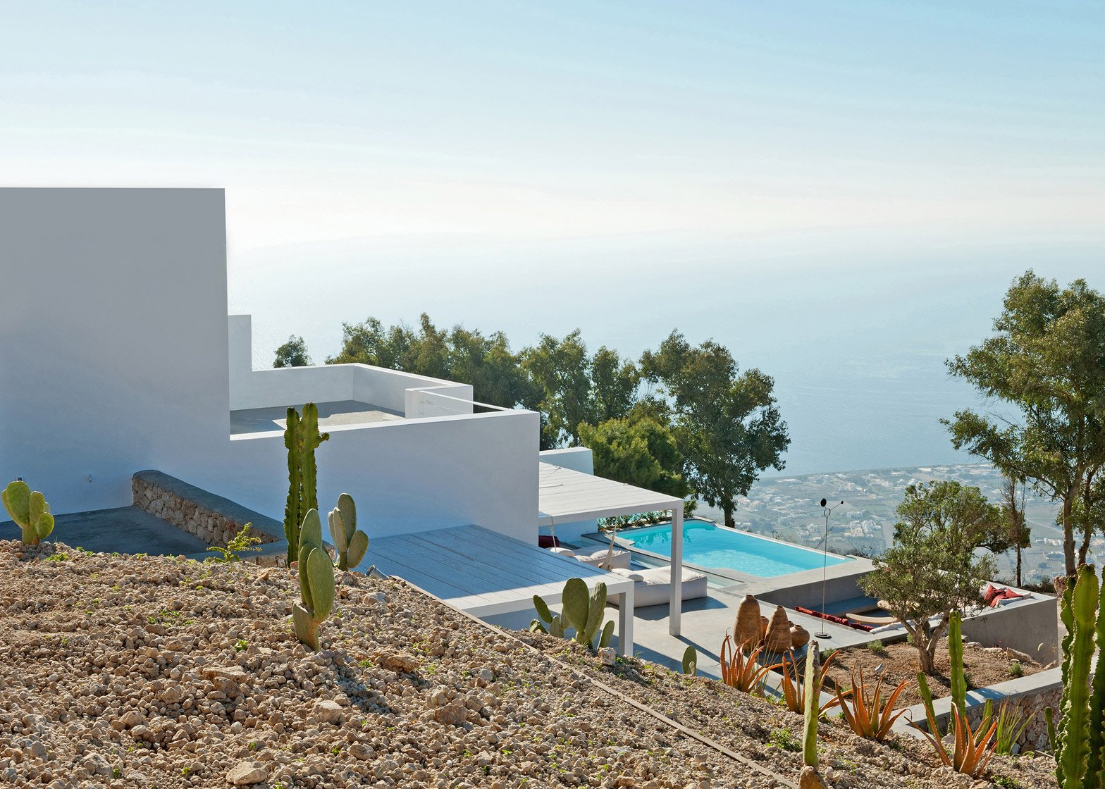 Kapsimalis Architects completes Santorini apartments