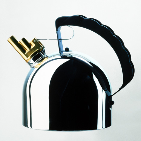 Sapper's 9091 kettle for Alessi, 1983