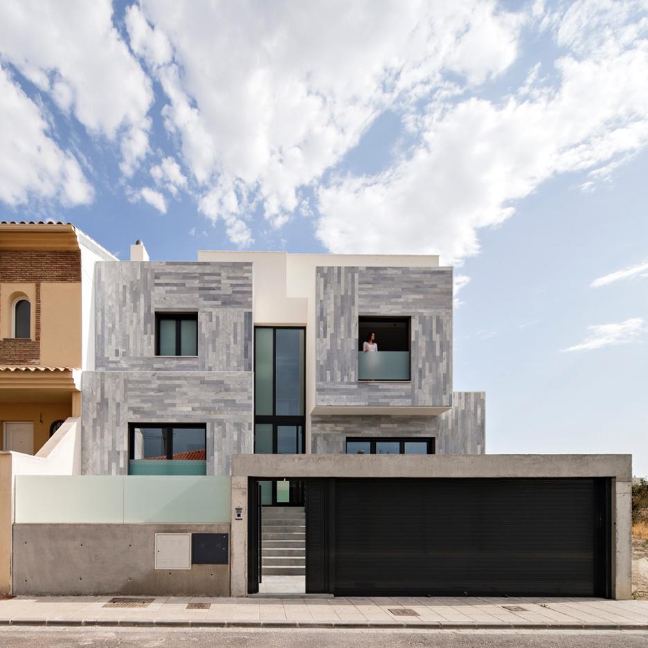 A&T House by Ariasrecalde Taller de Arquitectura