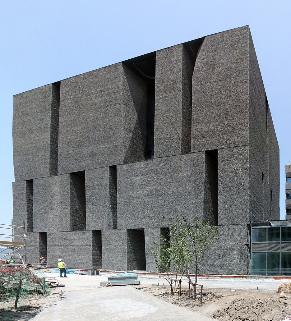 Alejandro-Aravena-Novartis-Campus-Shanghai-Office-Building_dezeen_936_1