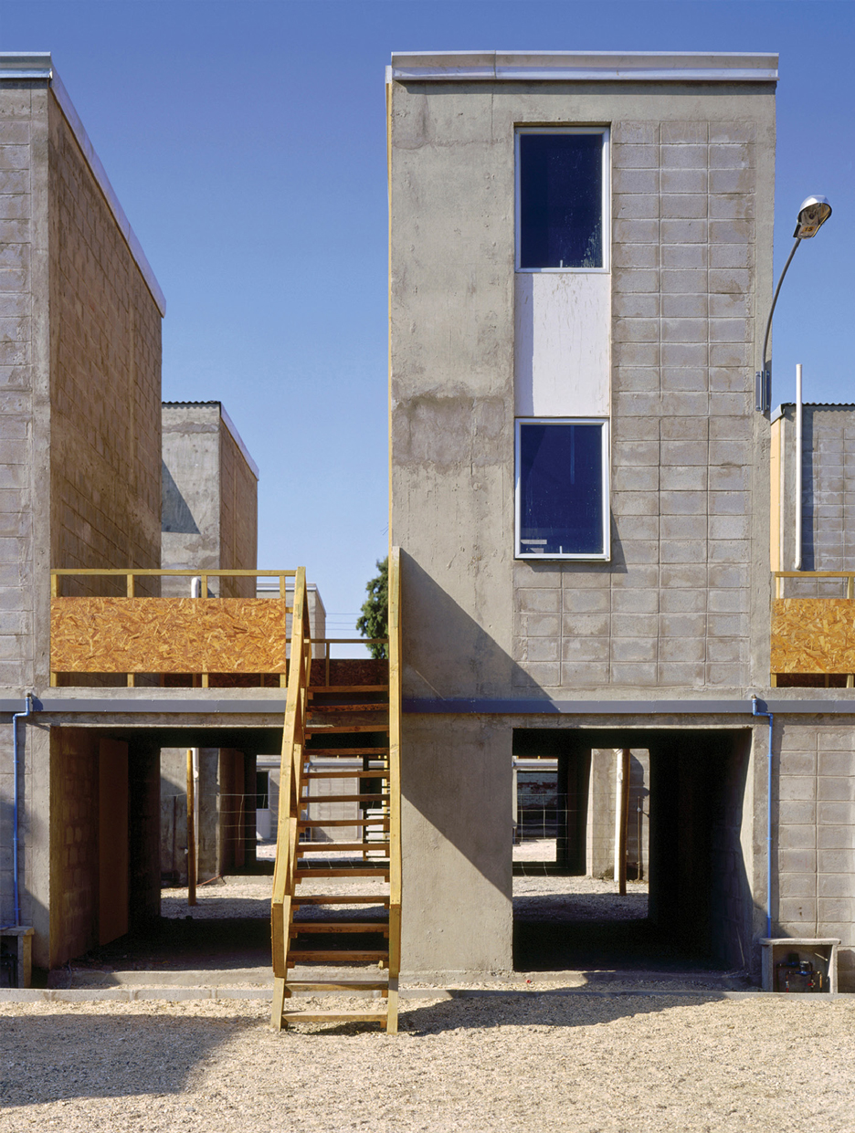 Key projects by 2016 pritzker prize laureate alejandro aravena for Alejandro aravena arquitecto
