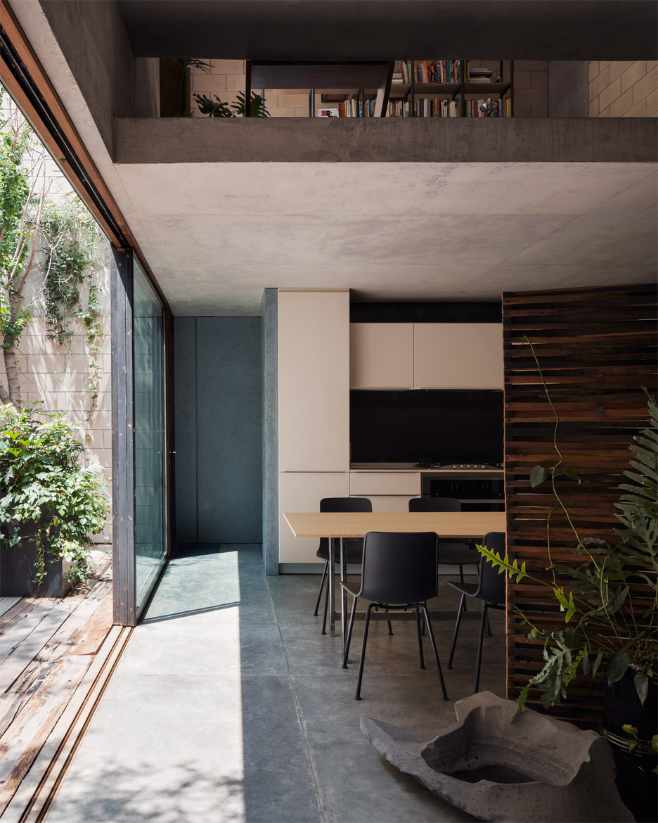 Antonio Sola House in Mexico City by Ambrosi Etchegaray