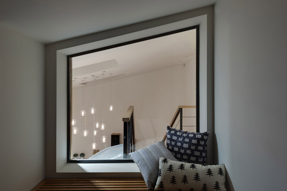 Apartment-with-a-slide-by-KI-Design-Studio_dezeen_936_13