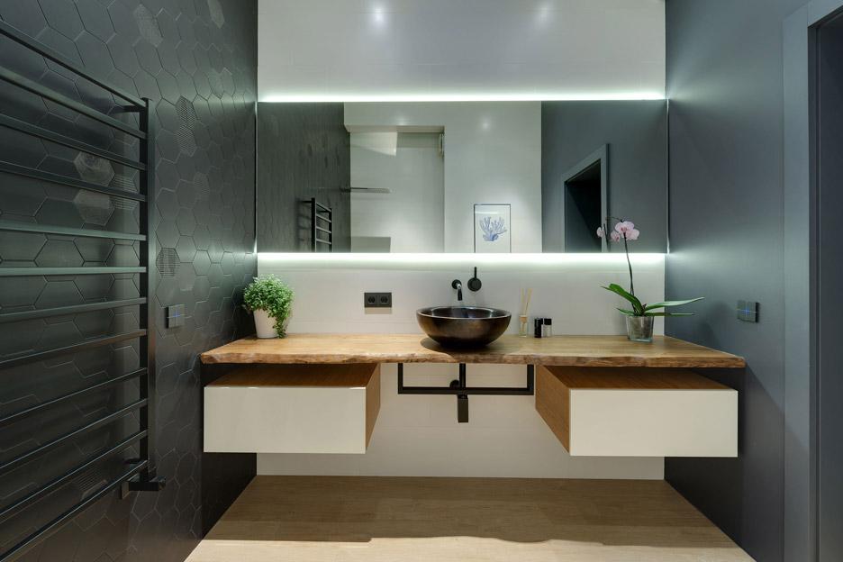 Apartment-with-a-slide-by-KI-Design-Studio_dezeen_936_17