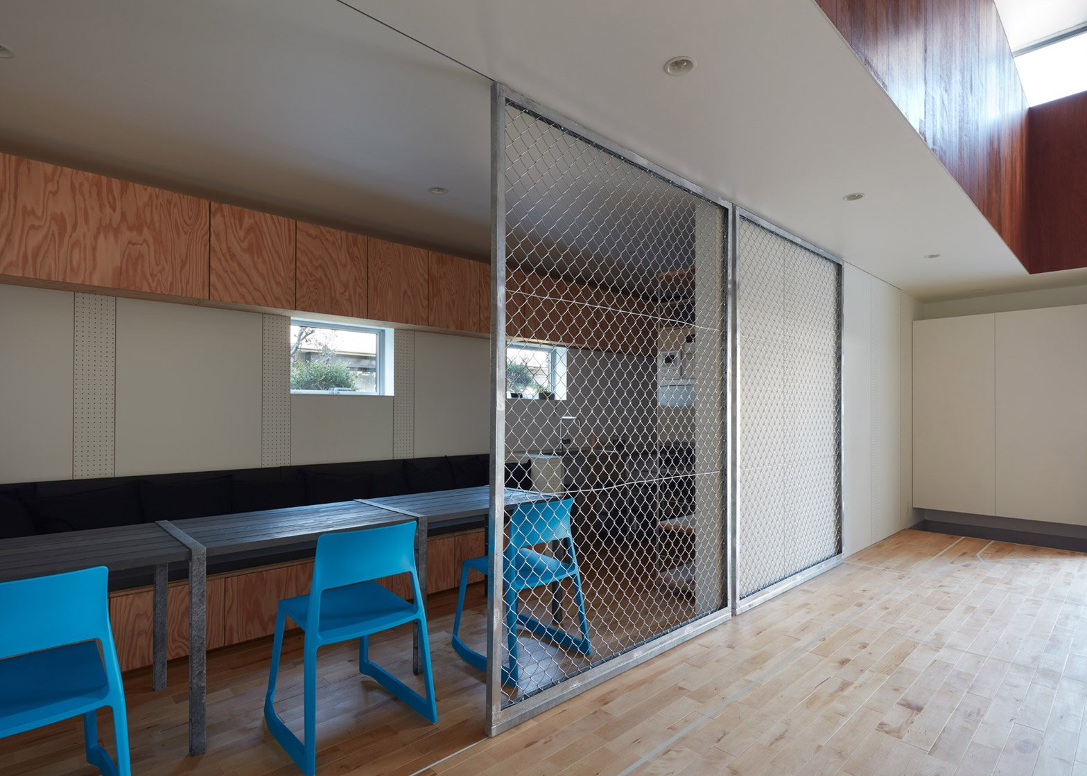 Koizumi Sekkei designs house in Japan with basketball court at its ...