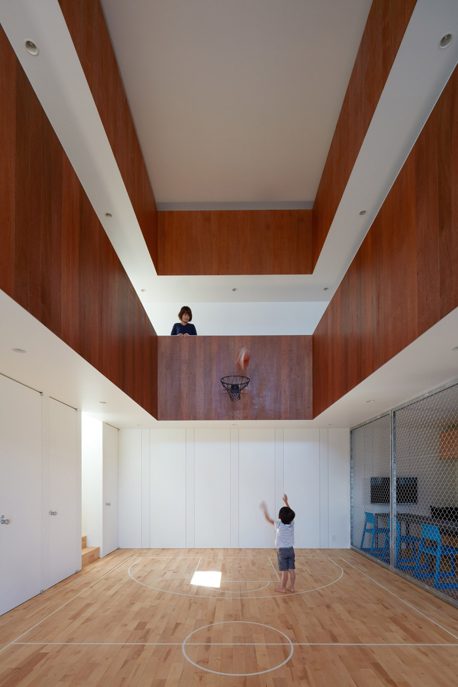 Koizumi Sekkei Designs House In Japan With Basketball Court At Its Centre