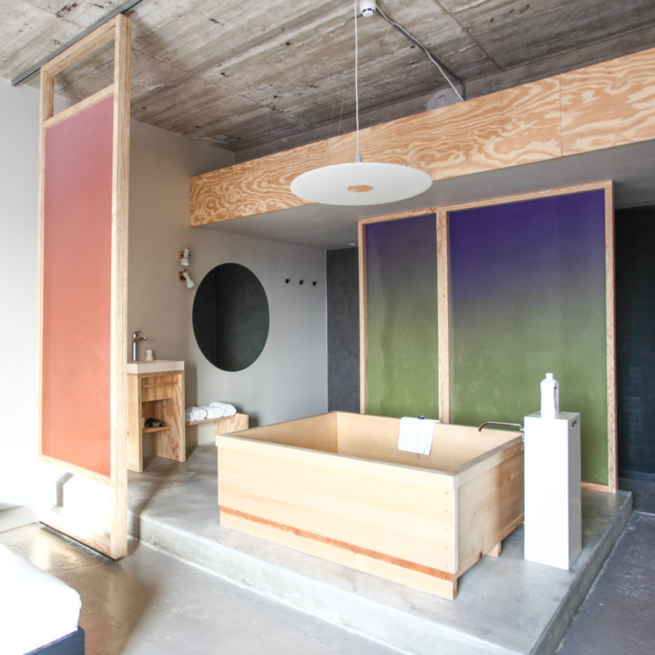 Hanna Maring installs wooden bathtub and colourful screens inside Volkshotel suite