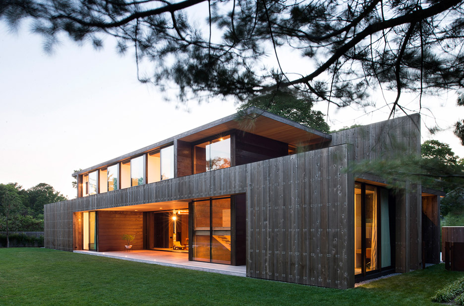 long island residence by bates masi architects is clad in cedar. Black Bedroom Furniture Sets. Home Design Ideas