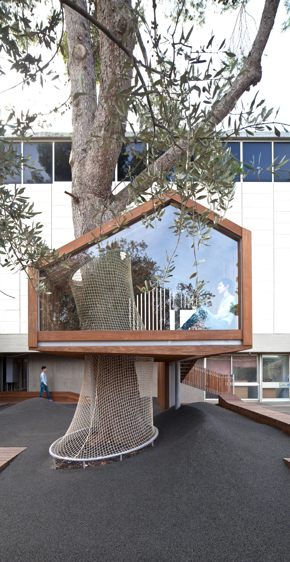 IMJ tree house by Ifat Finkelman and Deborah Warschawski