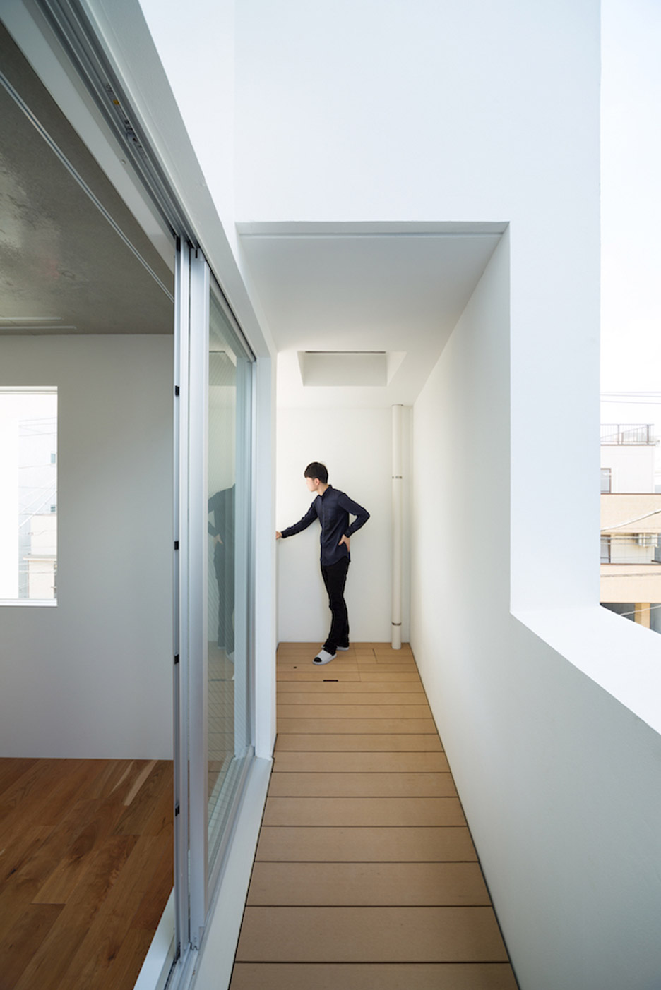 Kitasenzoku Apartment by Tomoyuki Kurokawa Architects