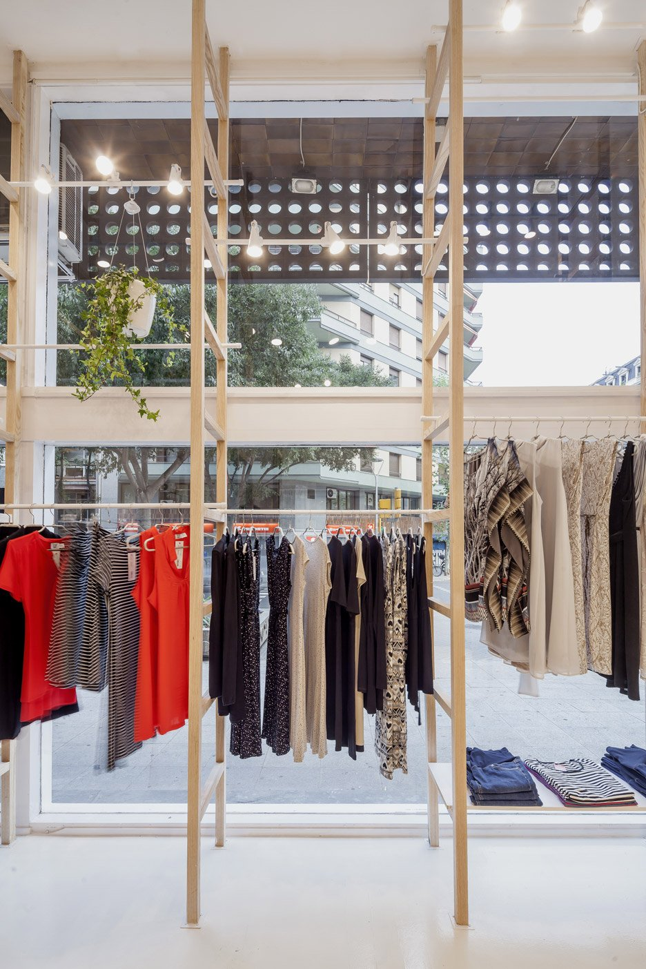 Mit Mat Mama Store in Barcelona by Román Izquierdo Bouldstridge