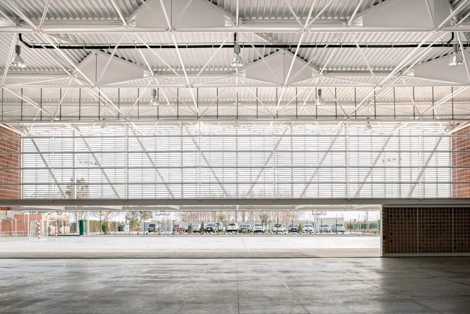 Multipurpose Educational Hall by Carmen Martinez, Gregori Carmel Gradolo Martinez and Arturo Sanz Martinez