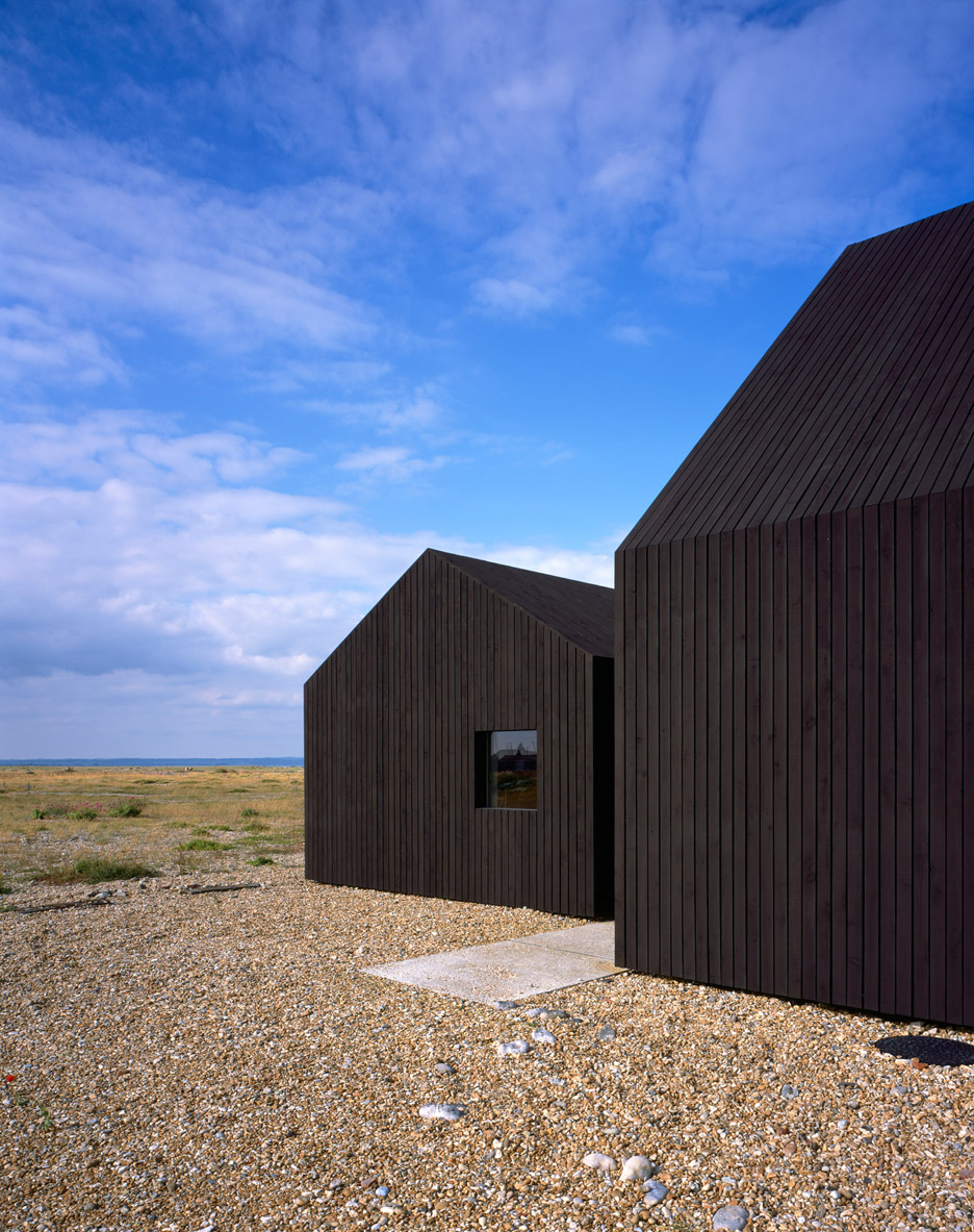 Black-stained house built on Dungeness beach by Rodić Davidson Architects