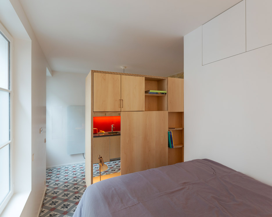 One-room flat in Paris by Anne Rolland Architecte
