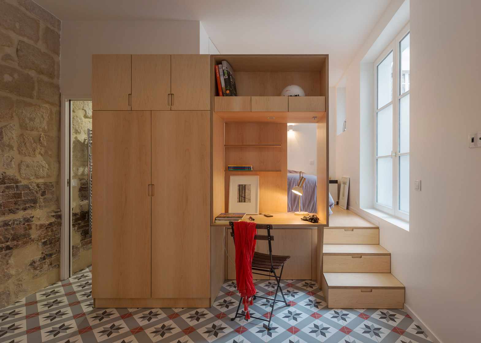 Studio apartment by Anne Rolland has a hidden room