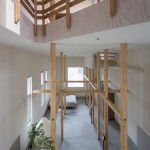 Akasaka Shinichiro Atelier uses timber framework to create adaptable house in Japan