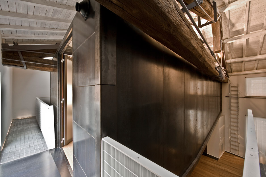 Tree House apartment by MdAA
