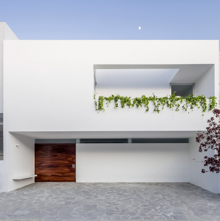 V House by Abraham Cota Paredes