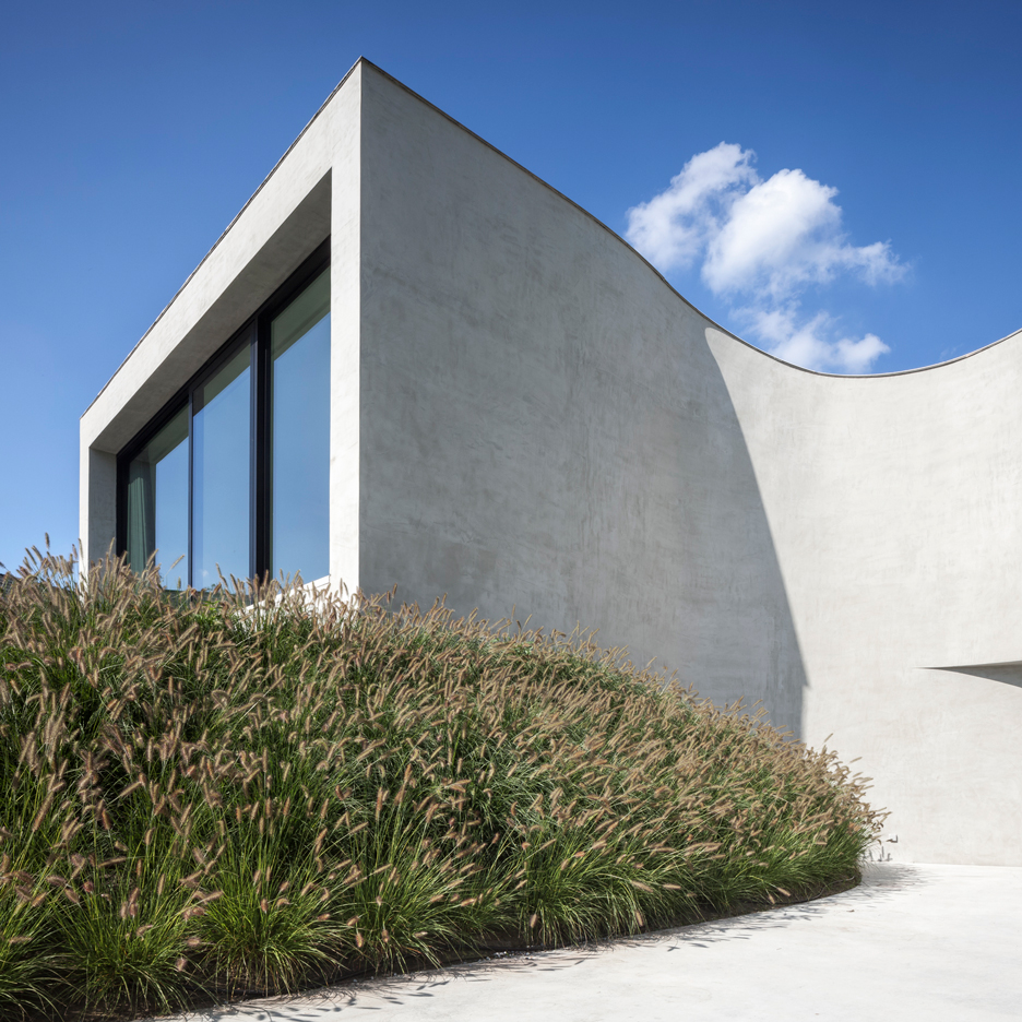 """Office O Architects uses """"flowing lines"""" and projecting windows to create Villa MQ"""