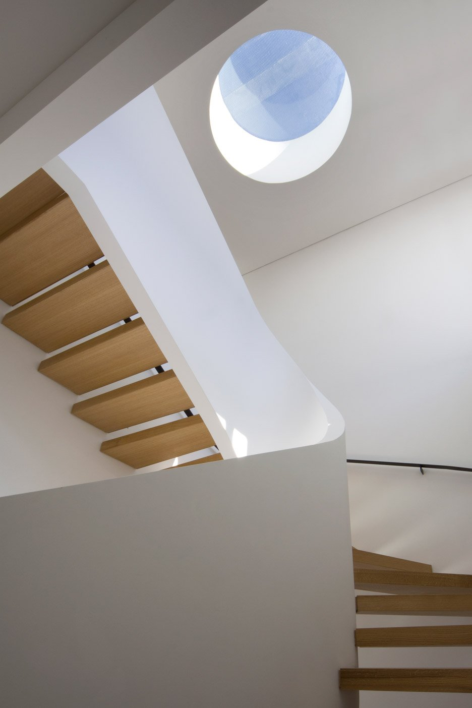 White-Snake_Staircase_Space4Architects_New-York-townhouse_dezeen_936_18.jpg