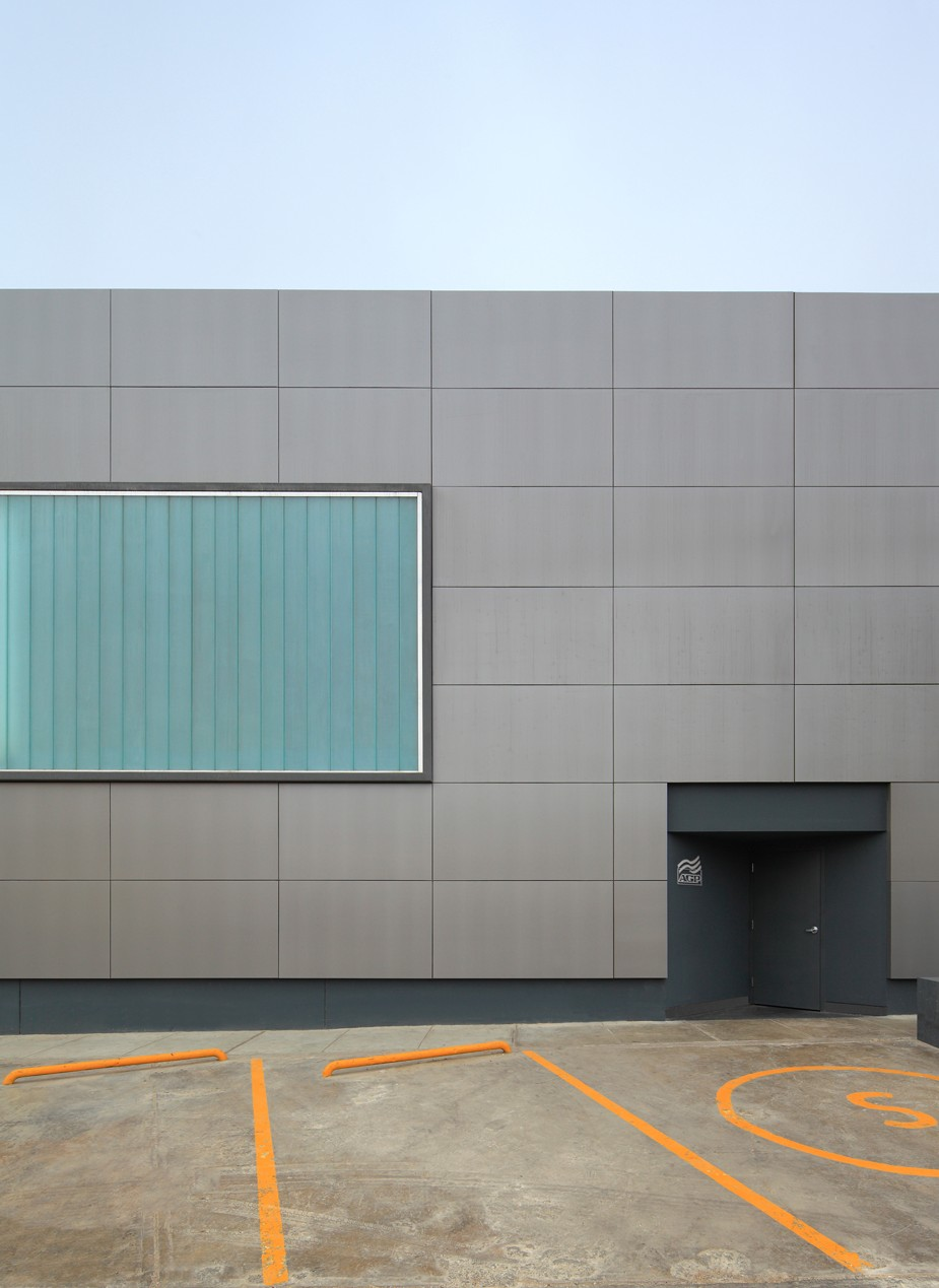 Windshield Factory in Lima by Felipe Ferrer