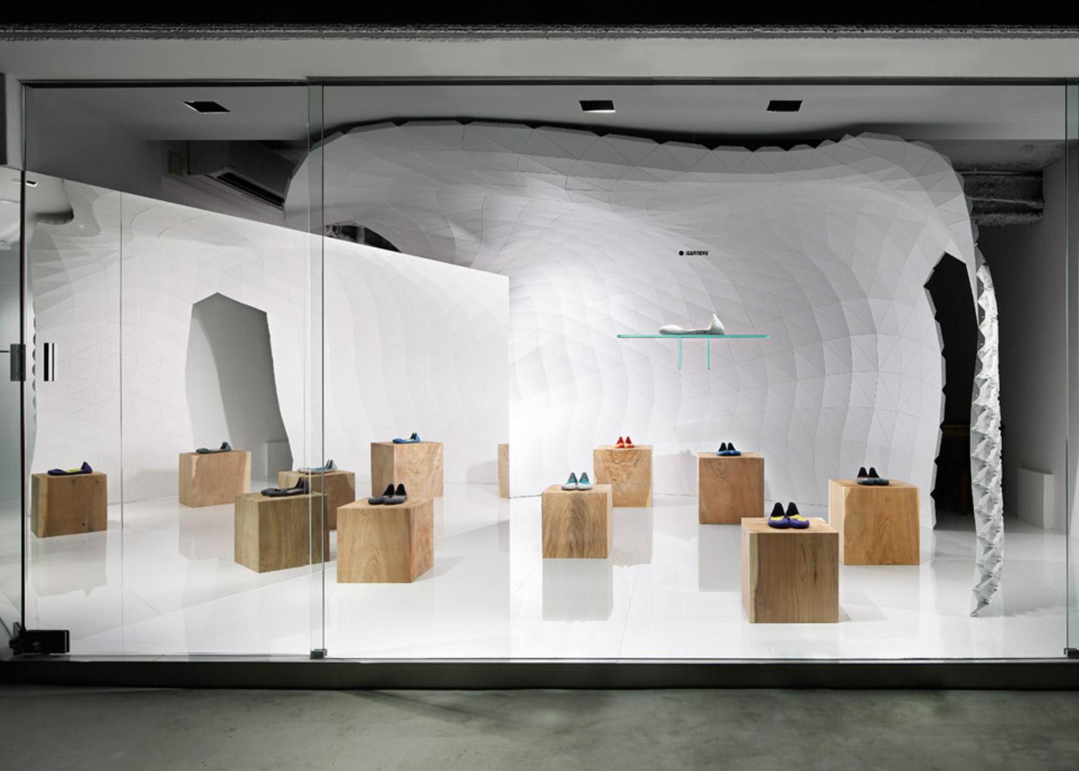 iGUANEYE Aoyama Main Store by Soichi Mizutani