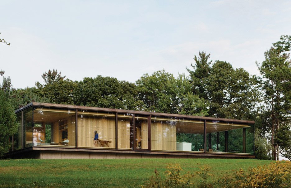 Chia architecture creates a glass box home in the new york countryside