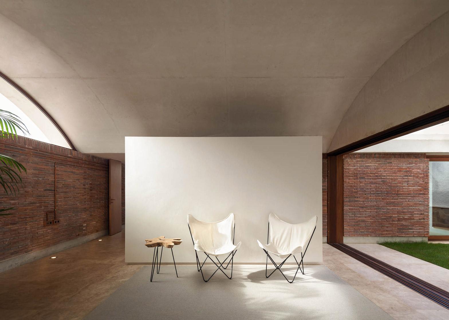 IV House by Mesura
