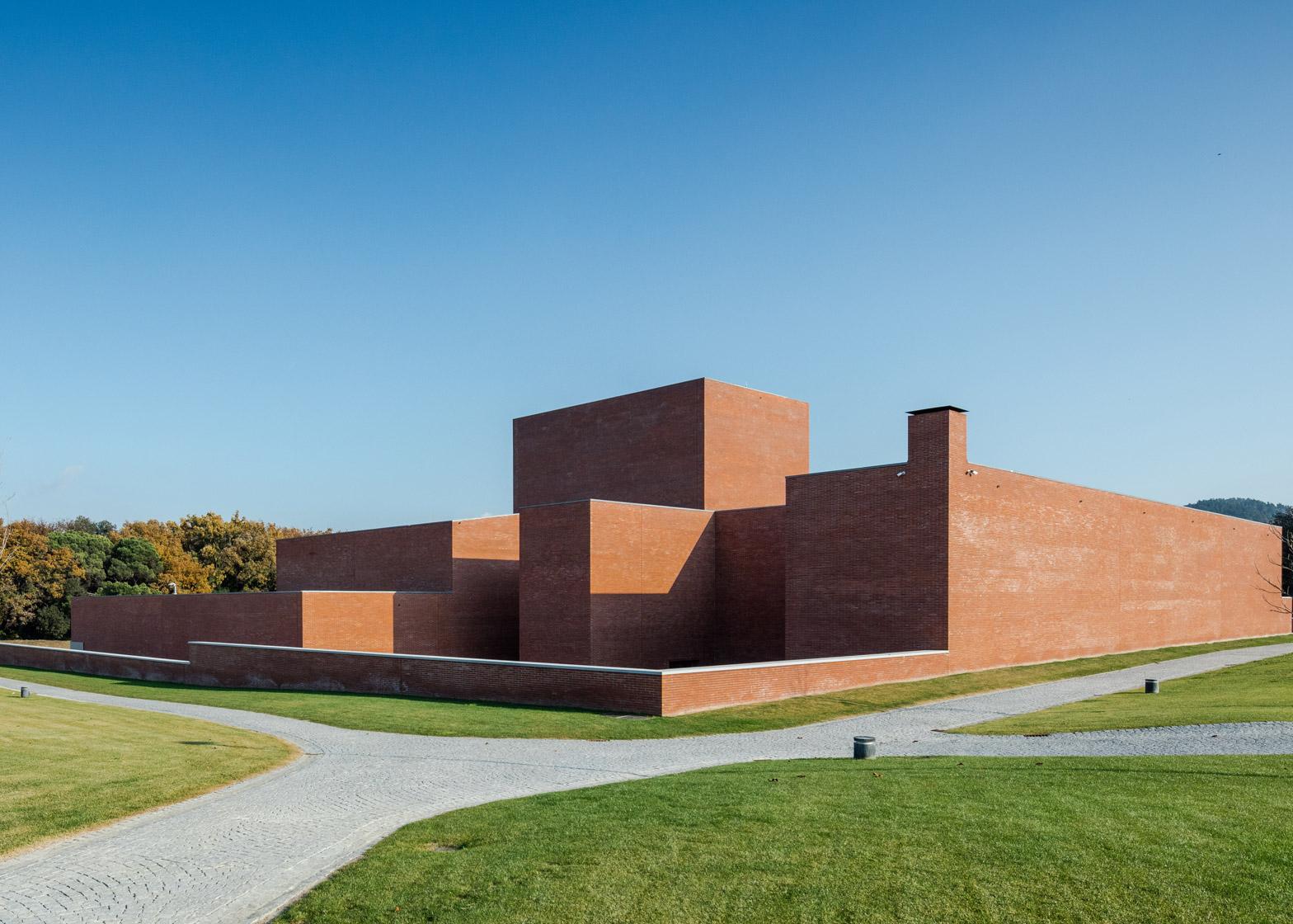 Public Auditorium in Llinars del Vallès by Alvaro Siza Vieira