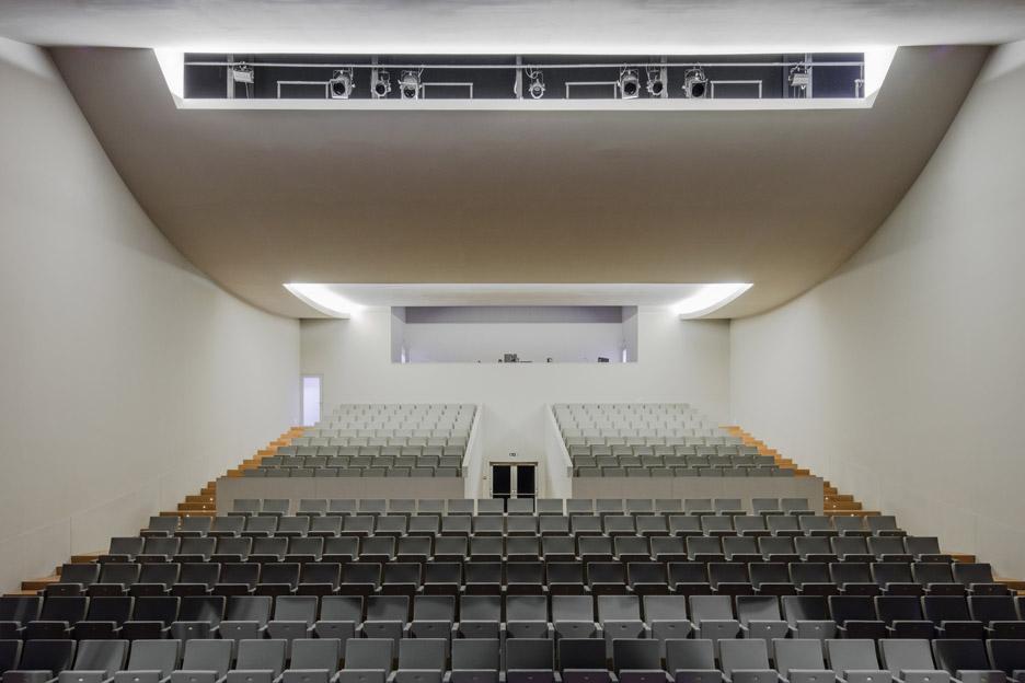 Public Auditorium Public Auditorium in Llinars del Vallès by Alvaro Siza Vieira