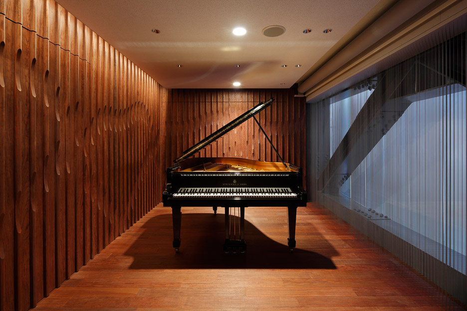 steinway-and-sons-flagship-shop-ogata-yoshiki-salt_dezeen_936_21