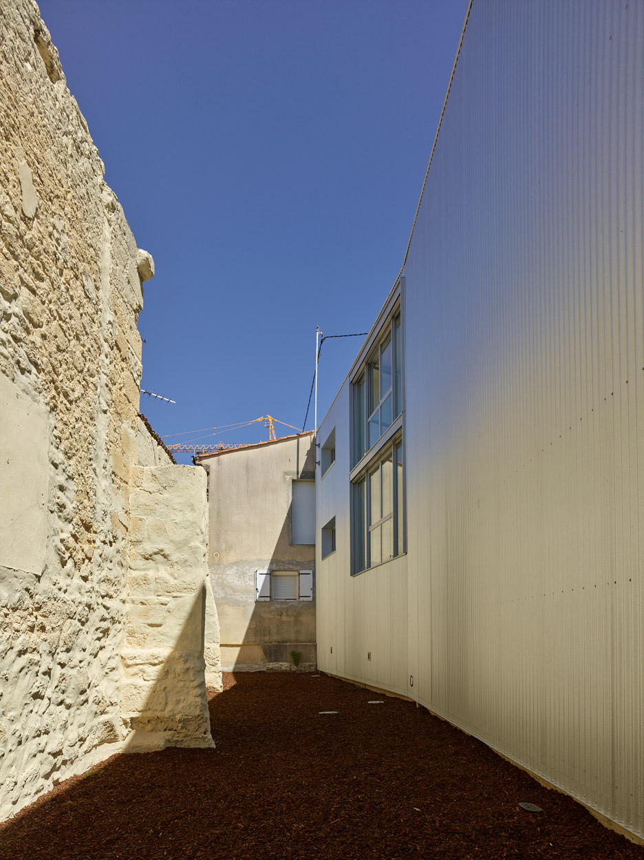 Tirepois by Fabre deMarien Architectes