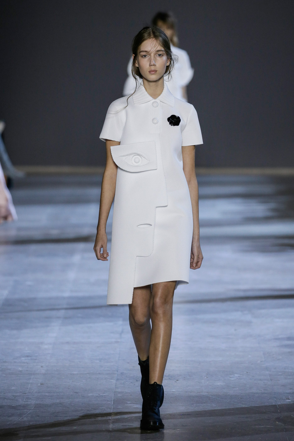 viktor-rolf-haute-couture-collection-spring-summer-2016-performance-sculptures_dezeen_936_0