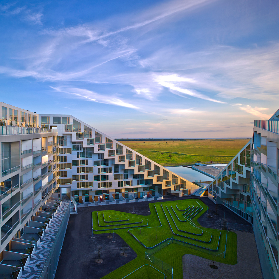 "BIG's 8 House succeeds where the Smithsons' ""streets in the sky"" failed, says Bjarke Ingels"