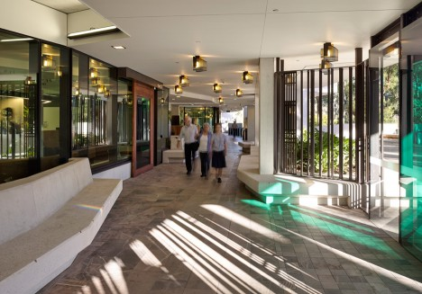 University of Queensland Oral Health Centre by Cox Rayner Architects