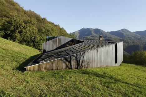 Alps Villa by Camillo Botticini Architetto