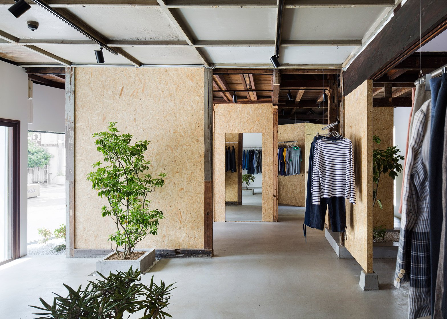 9 of 9; Bankara vintage clothing store by Manabu Okano & Manabu Okano transforms 1940s Japanese house into boutique