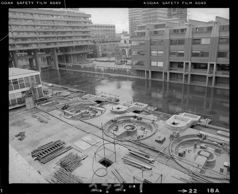 Building the Brutal, Barbican construction images by Peter Bloomfield