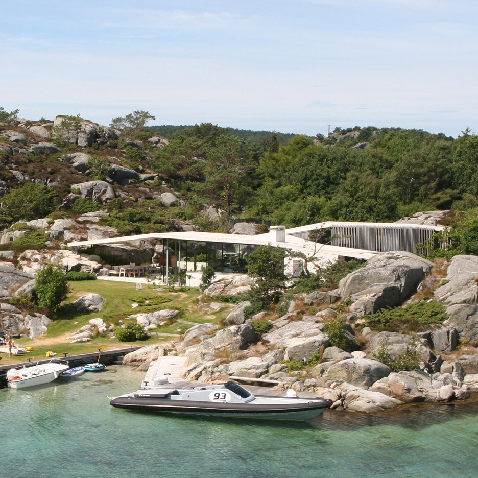 Concrete canopy shelters Lund Hagem's Norwegian holiday home from the sea breeze