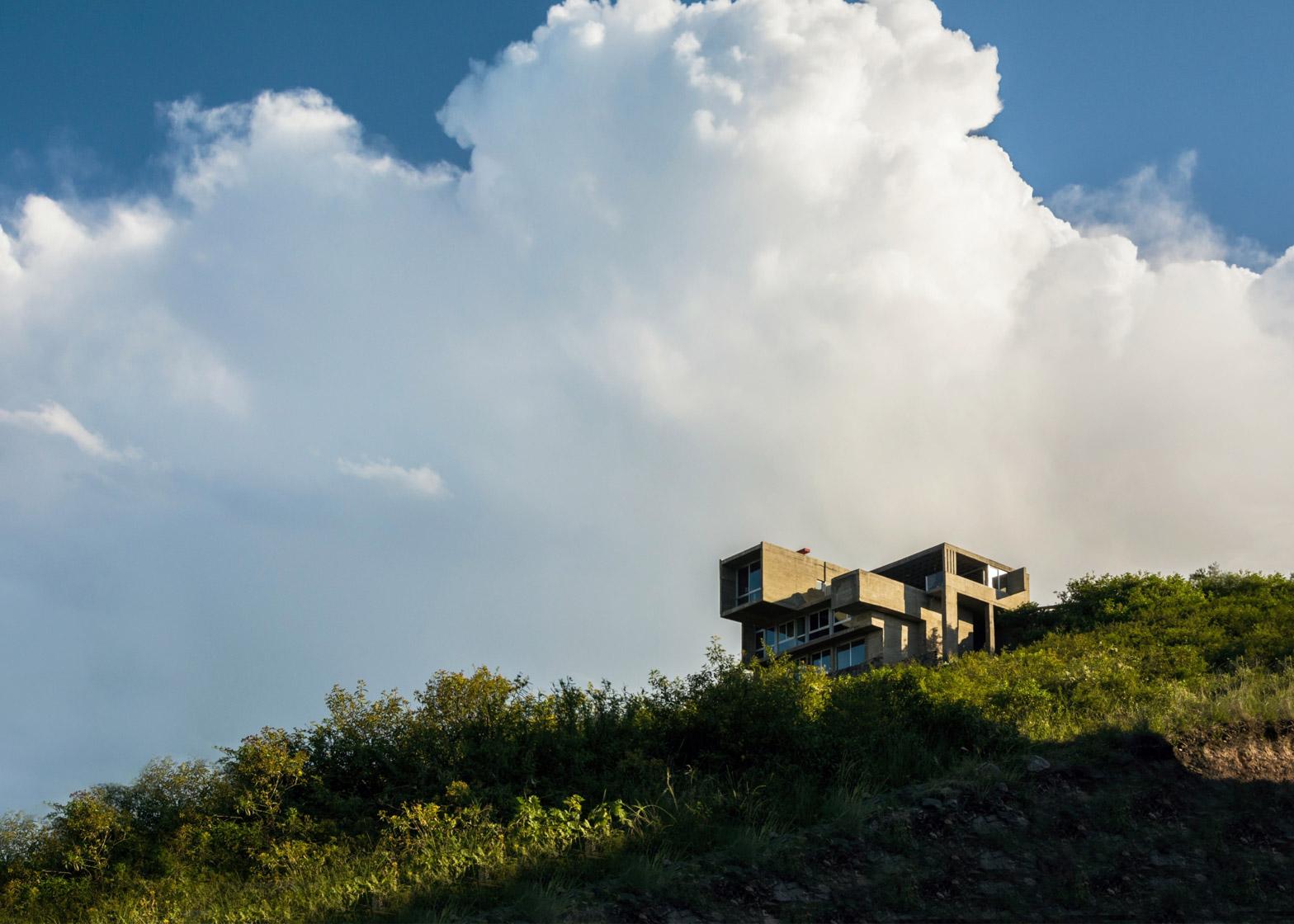 En La Cuesta House by Agustin Lozada