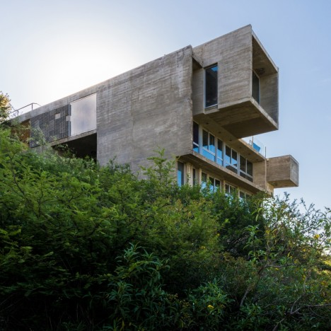 Concrete villa by Agustín Lozada has coarse walls to suit its rugged hilltop setting