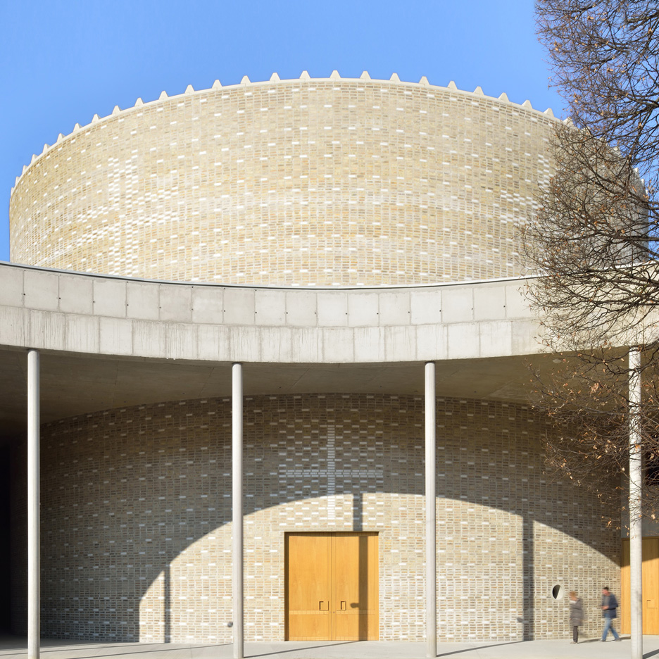 "DANS Architects creates brick ""crown"" atop Don Bosco Church in Slovenia"