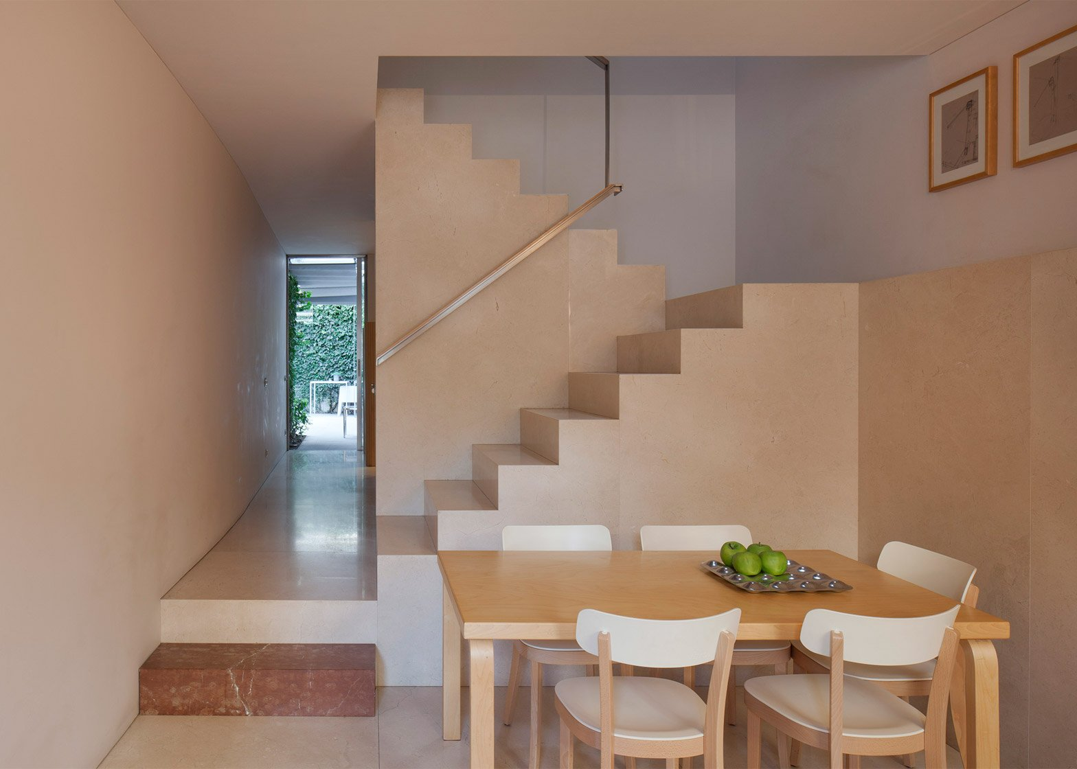 At Home De flat by eduardo souto de moura has tranquil courtyards