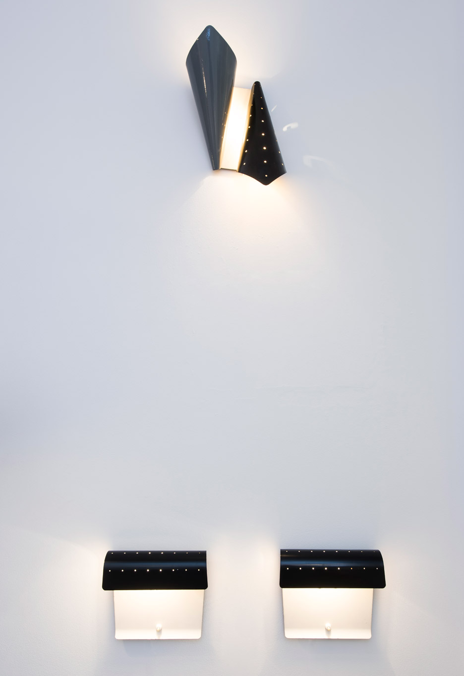 englightened-50s-exhibition-galerie-kreo-jacques biny 193 wall light_dezeen_936_0