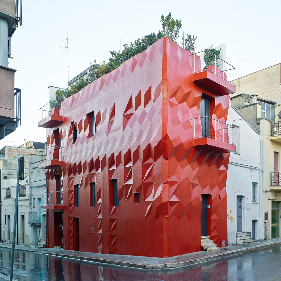 GG-loop transforms Italian house with red and glittery faceted facade